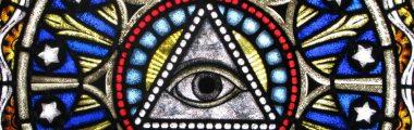 Rekonstruktion einer Glasmalerei Christuskirche Qingdaomit dem Auge Gottes